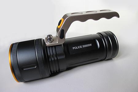 Vysokovýkonná policajná baterka s rúčkou