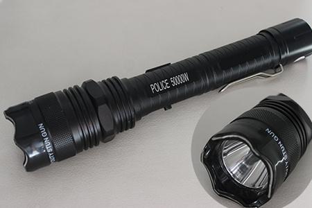 Masívna policajná baterka so silným paralyzérom