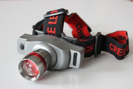 Polohovateľná LED čelovka so zoomom