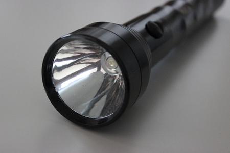 Hliníková policajná baterka 25 W